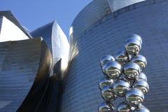 Fassade und moderne Skulptur, Bilbao lizenzfreie stockbilder