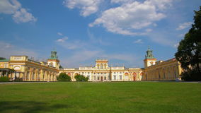 Fassade von altem Royal Palace in Warschau stock video
