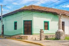Fassade von bunten Häusern im historischen Bezirk Granada in Ni Stockbild