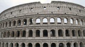 Fassade von Colosseum-Amphitheatre, alter Ort für Gladiator- Wettbewerbe, Italien stock video footage