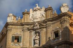 Fassade von einem der Eckgebäude von Quattro Canti, Palemo Stockbilder