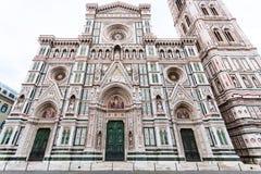 Fassade von Florence Duomo und von Glockenturm am Morgen Lizenzfreie Stockbilder