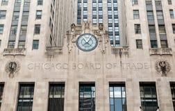 Fassade von Handelskammer Gebäude mit einer Uhr in Chicago Lizenzfreies Stockfoto