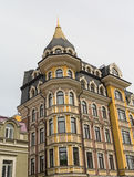 Fassade von Luxushäusern in der klassischen Art Stockfoto