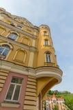 Fassade von Luxushäusern in der klassischen Art kiew Stockfotos