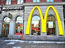 Fassade von McDonald's-Restaurant in Helsinki Lizenzfreie Stockfotos