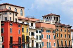 Fassade von Mehrfarbenhäusern in Verona Lizenzfreies Stockbild