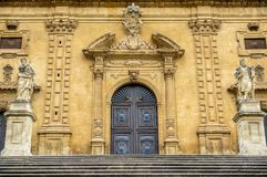 Fassade von San Pietro Church in Modica stockbild