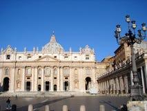 Fassade von St. Peters Basilica Stockfotos