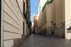 Fassade von typischen Gebäuden und von Straßen in der Stadt von Madrid, Spanien Stockfotos