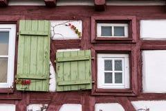 Fassaden Architektur und Fenster von Rahmengebäuden Stockbild