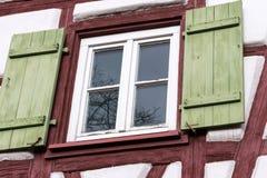 Fassaden Architektur und Fenster von Rahmengebäuden Stockbilder