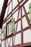 Fassaden Architektur und Fenster von Rahmengebäuden Lizenzfreie Stockfotos