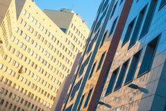 Fassaden eines modernen Wohngebäudes Stockbilder