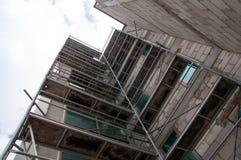 Fassadenarbeit über Hochhäuser Lizenzfreies Stockbild
