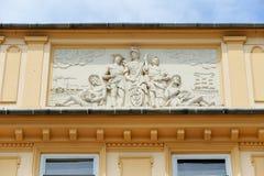 Fassadenentlastung quadratischen Gebäudes Krakaus großartige Stockfotografie