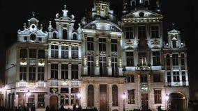 Fassadennachtansicht historischer Gebäude Brüssels, Belgien Grand Place stock video
