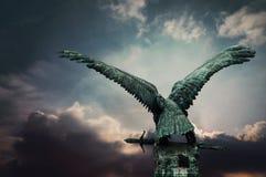 Fassbindervogel mit einer Klinge Lizenzfreie Stockfotos