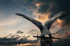 Fassbindervogel mit einer Klinge Stockbilder
