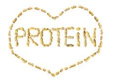Fassen Sie das Protein ab, das von den Erdnussbuchstaben gemacht wird, die in einem Herzen gestaltet werden lizenzfreie stockfotografie