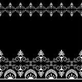 Fassen Sie Muster mehndi Elemente mit Blumenspitzelinien in der indischen Art für Karte und in der Tätowierung, die auf schwarzem Stockfotos