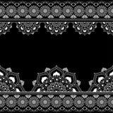Fassen Sie Muster mehndi Elemente mit Blumenspitzelinien in der indischen Art für Karte und in der Tätowierung, die auf schwarzem Stockbilder