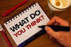 Fassen Sie Schreibenstext ab, was Sie Frage denken Geschäftskonzept für Meinungs-Gefühl-Kommentar-Urteil-Überzeugungs-Handreichwe stockfoto