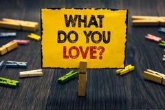 Fassen Sie Schreibenstext ab, was Sie Frage lieben Geschäftskonzept für erfreuliche Sachenleidenschaft für etwas Inspiration Blac lizenzfreies stockbild