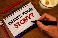 Fassen Sie Schreibenstext ab, was Ihre Geschichten-Frage ist Geschäftskonzept für Connect teilen Zusammenhang-Verbindungs-Handrei lizenzfreie stockfotografie