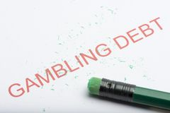 Fassen Sie ` spielendes Schuld ` mit abgenutztem Bleistift-Radiergummi und Schnitzeln ab lizenzfreies stockfoto