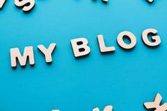 Fasst mein Blog auf blauem Hintergrund ab Lizenzfreies Stockfoto