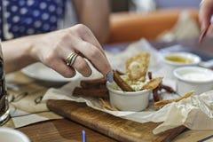 Fast food, alimento da rua, petisco para a cerveja, barra, bar, alimento, aperitivo, fritado fotos de stock royalty free