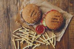Fast food bierze oddalonego odgórnego widok Hamburger, hotdog i dłoniaki, Obraz Stock