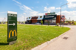 Fast food di McDonald's alla strada principale Moskva - st Pete Fotografia Stock Libera da Diritti