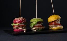 Fast food em um fundo preto fotos de stock royalty free