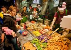 Fast food restauraci kram z mięs naczyniami i piec na grillu owoce morza Obrazy Royalty Free