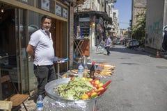 Fast food sprzedawanie piec na grillu ryba outdoors zdjęcia stock