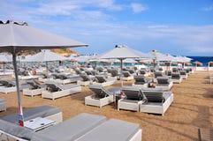 Fast leerer Strand auf griechischer Insel Mykonos Lizenzfreie Stockfotografie