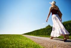 fast road walking woman young Στοκ εικόνες με δικαίωμα ελεύθερης χρήσης