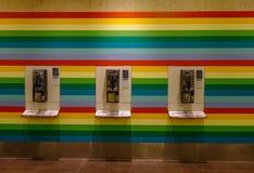 Fast telefonbås för allmänhet på flygplatsen royaltyfri bild