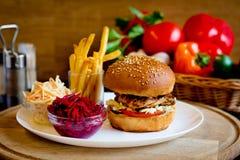Fasta food gość restauracji w caffe Obrazy Stock