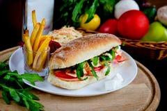 Fasta food gość restauracji z sałatką Fotografia Stock