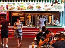 Fasta food shaorma przy Vulcan wartości Centre, Bucharest fotografia stock