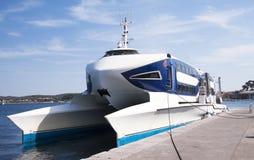 Fasten Katamaranboot stockbild