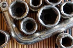 Fastenerson гаечного ключа с Torx гнездом на деревянной предпосылке, части ключа Стоковые Фото
