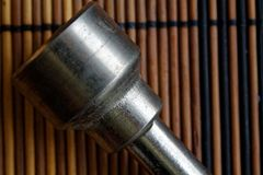 Fastenerson гаечного ключа с Torx гнездом на деревянной предпосылке, части ключа Стоковые Изображения
