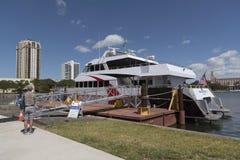 Fastferry på St Petersburg som fungerar en service till Tampa Fl USA Arkivbild