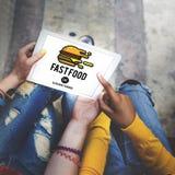 Fastfood-Burger-Kram-Mahlzeit-Mitnehmerkalorien-Konzept lizenzfreies stockfoto