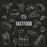 Fastfood-Gekritzel auf Tafelhintergrund Lizenzfreies Stockfoto