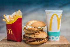 Fastfood- und Diätthema, Lebensmittel und Getränke stockfotografie